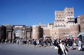 العاصمة صنعاء على صفيح ساخن ..انتفاضة شعبية غاضبة ورد جنوني  من الحوثي ومصادر تكشف ما يحدث الآن